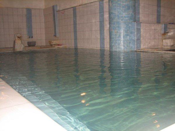 Uysal termal havuzlu hamam